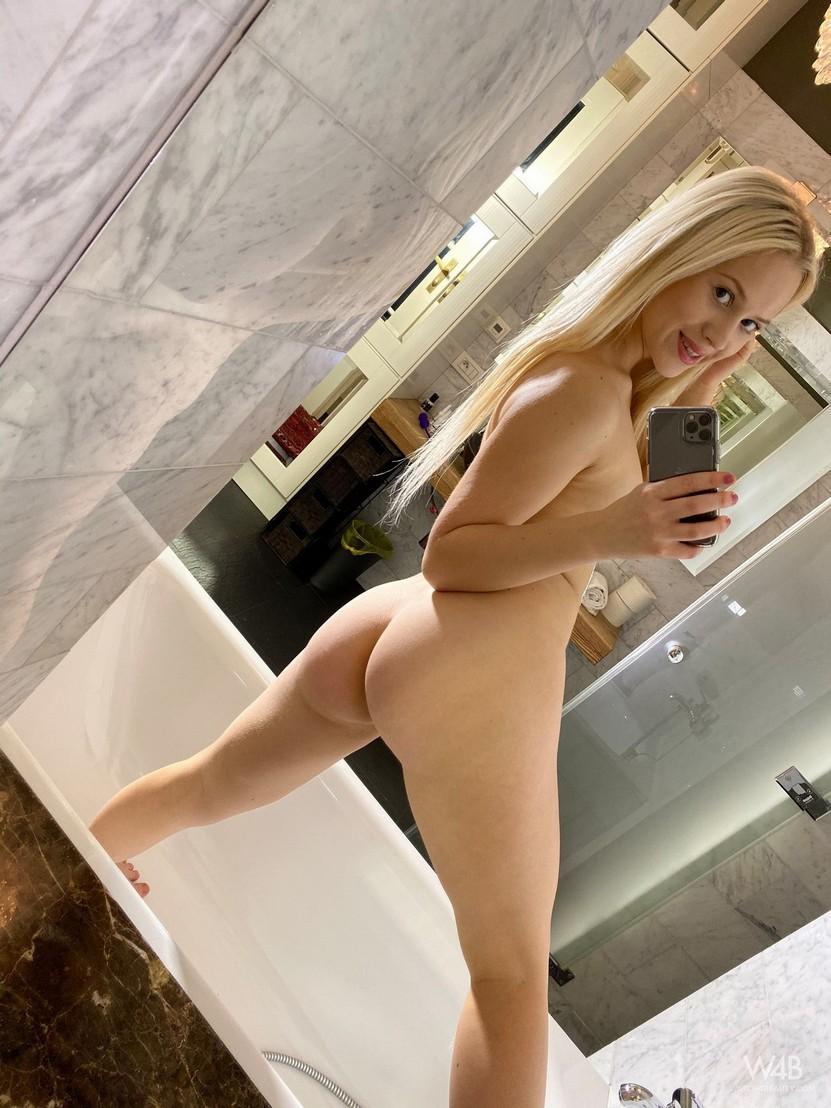 Nikki Hill Leaked Selfie