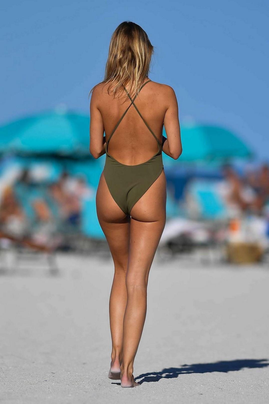 Kimberly Garner Ass In A Bikini