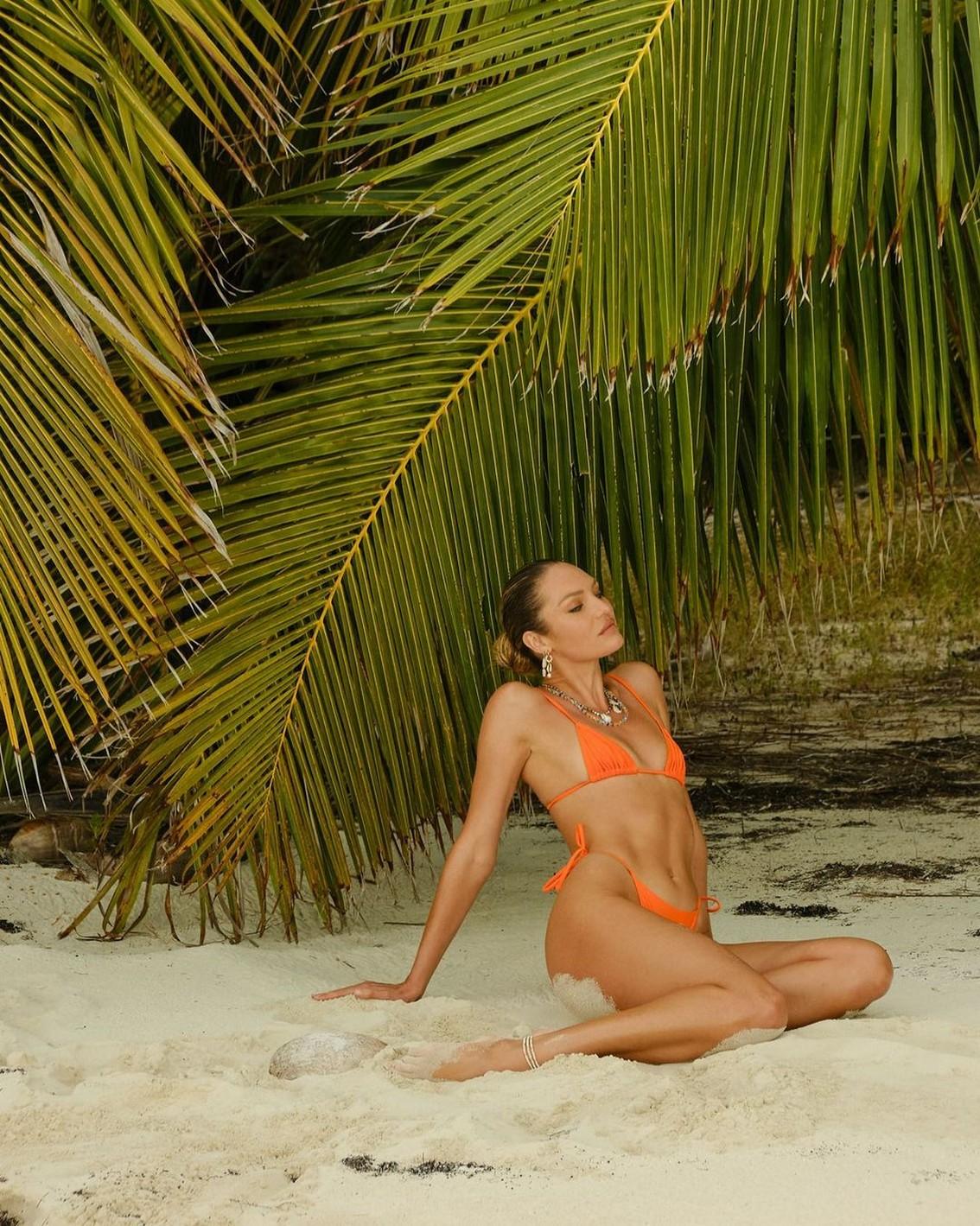 Candice Swanepoel Tiny Tits Bikini