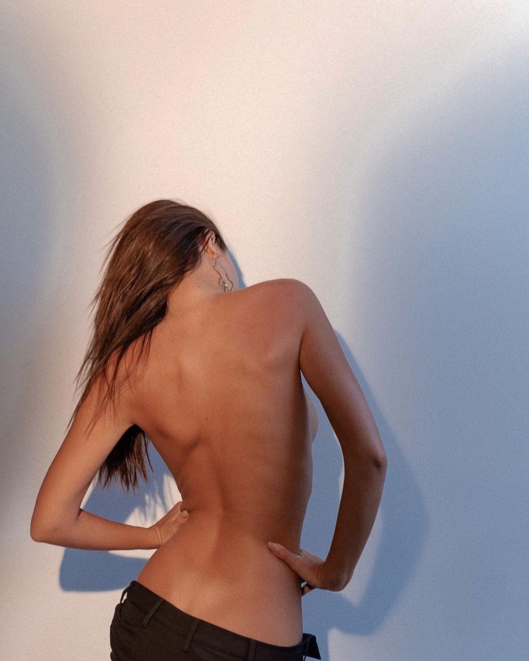 Emily Ratajkowski Topless